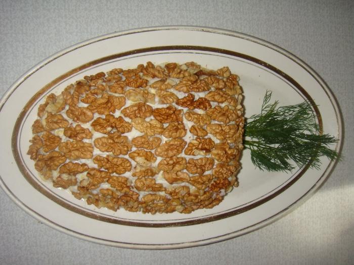 Салат с грибами, курицей и ананасами с карри • Салаты мясные