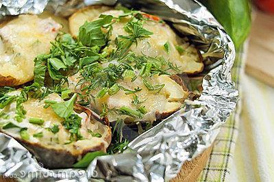 Картофель целый запеченный в фольге в духовке рецепт