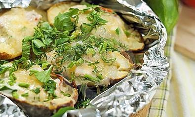 Запекать картошку в фольге в духовке