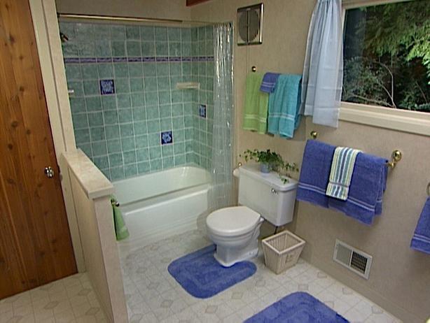 Рисунок плитки в ванной из двух цветов плитки
