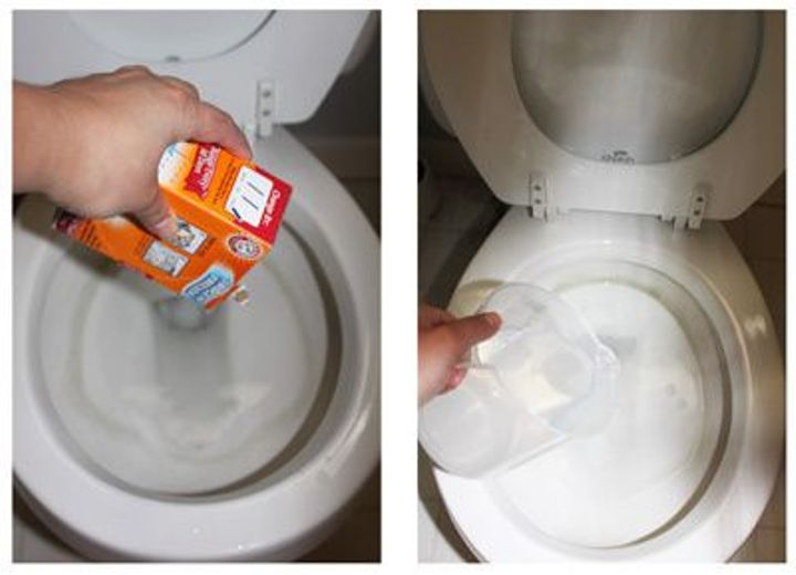cleaning the toilet with soda and vinegar