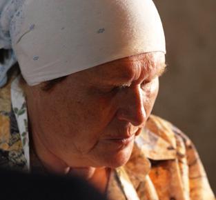 слепая ясновтидящая баба Нина живет...