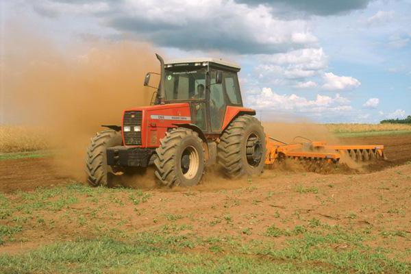 вспашка земли трактором цена за сотку