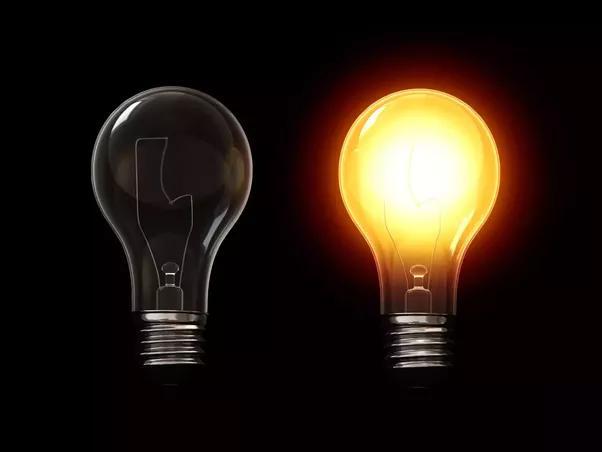 почему взрывается лампочка при включении света