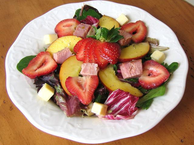 каким йогуртом заправлять фруктовый салат