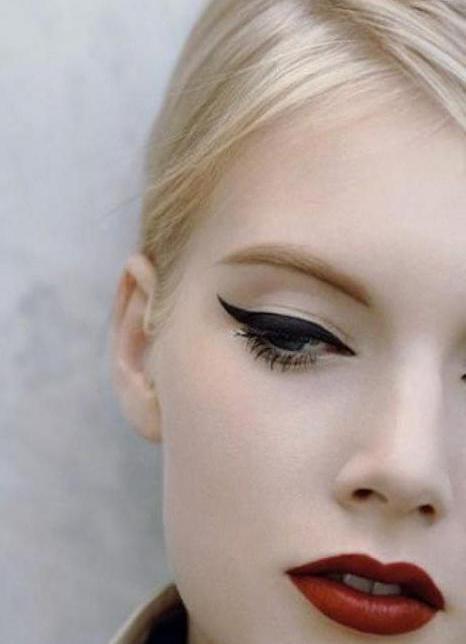 Вечерний макияж для блондинки красные губы 888