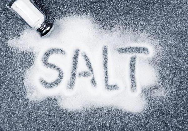 Сыпать соль на руку thumbnail