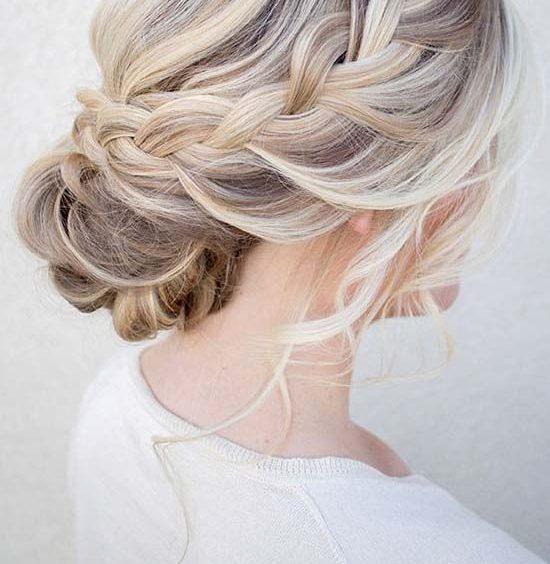 Коса на средние или длинные волосы, вид сбоку