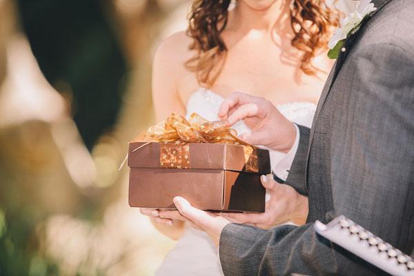 Как открыть свадебный подарок если его передали 74
