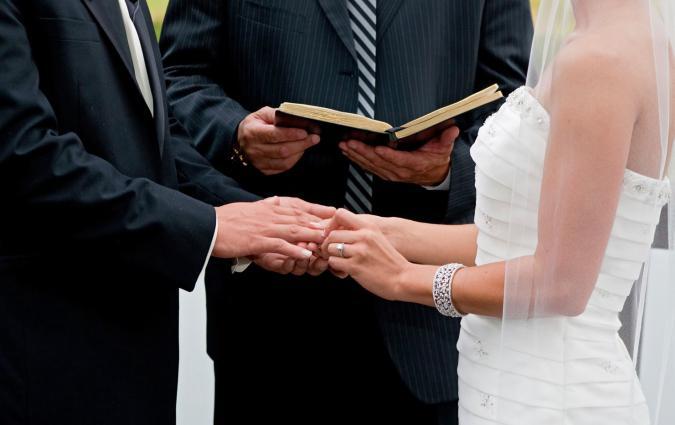 Клятва молодоженов в ЗАГСе, на выездной регистрации, в церкви. Клятва молодоженов шуточная. Образец клятвы молодоженов