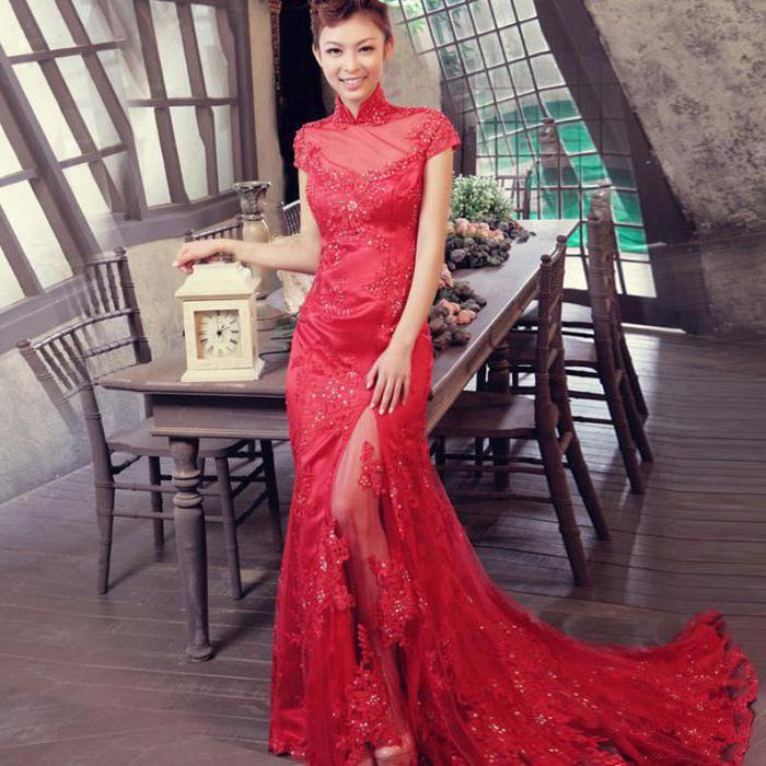 короткое красное кружевное платье