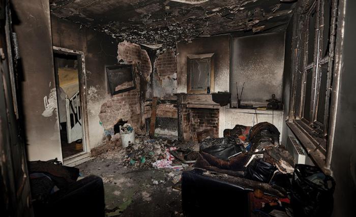убрать запах гари после пожара