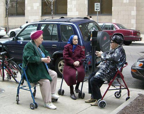 Ходунки для пожилых людей фото