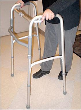 Ходунки для пожилых шагающие