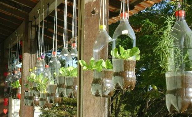 грядки для клубники из пластиковых бутылок