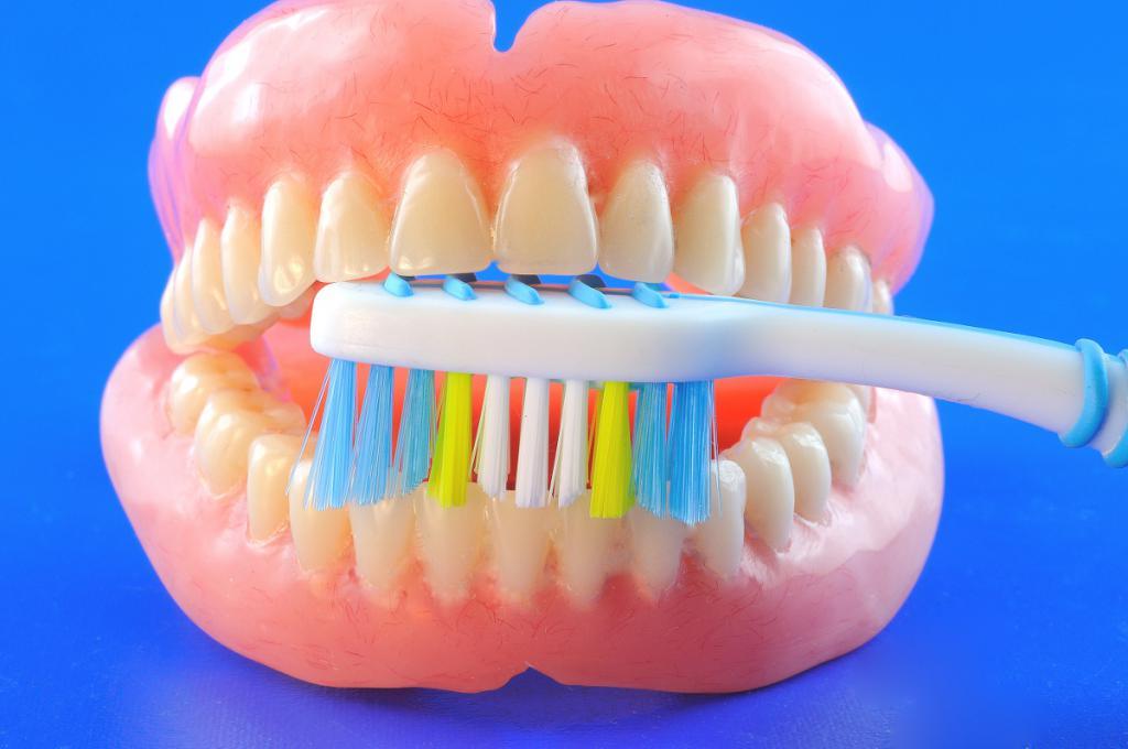 Картинки по зубным протезам