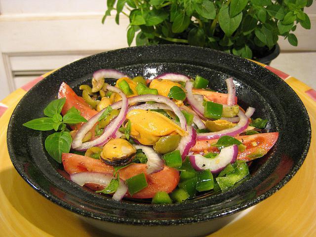 салат с маринованными мидиями самый вкусный