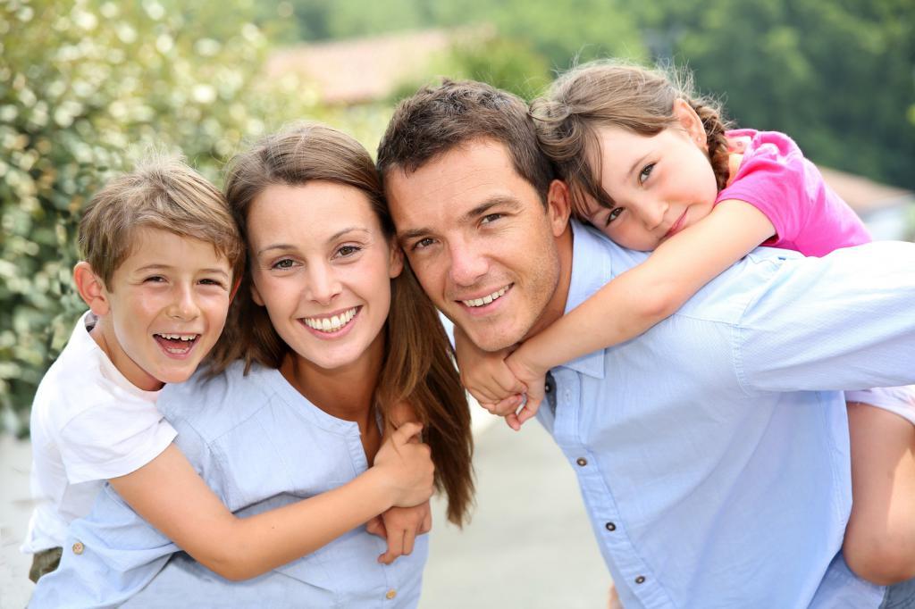 счастливые семейные пары с детьми картинки некруглая, поэтому часто
