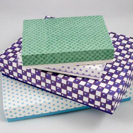 Как обклеить коробки упаковочной бумагой