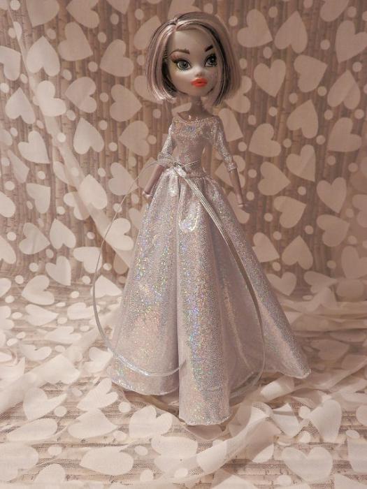 Монстр хай в бальных платьях