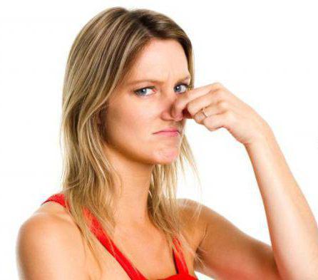 почему неприятный запах изо рта утром