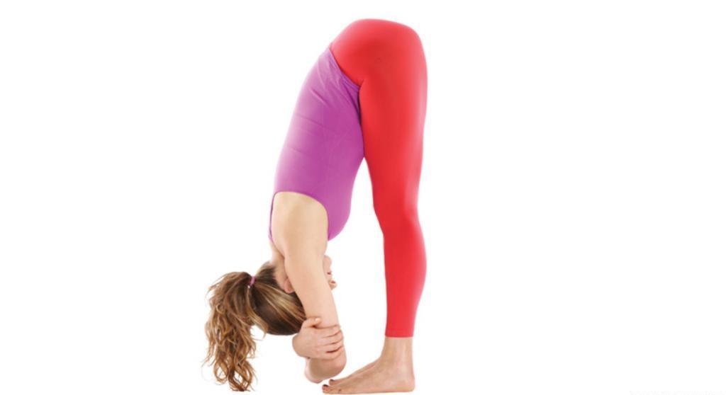 """Разминка для спины перед тренировкой: наклоны туловища вперед, назад, влево, вправо; упражнение """"ножницы"""" руками"""