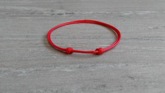 Каббала: нить красная на запястье