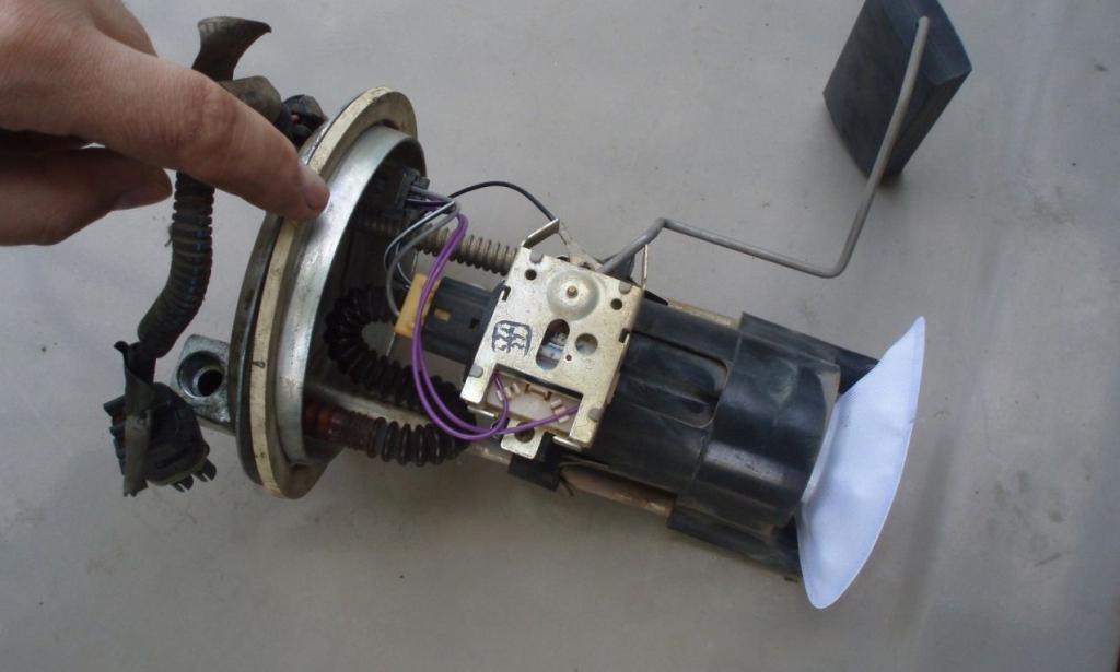 устройство инжекторного бензонасоса