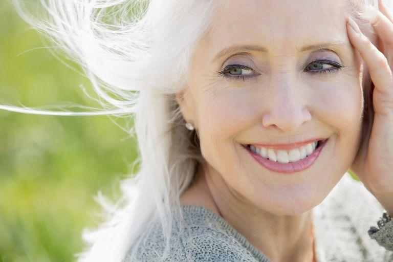 Макияж для возрастных женщин: основные правила