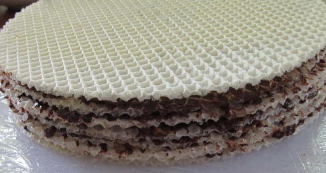 Как сделать торт из вафельных коржей в домашних условиях