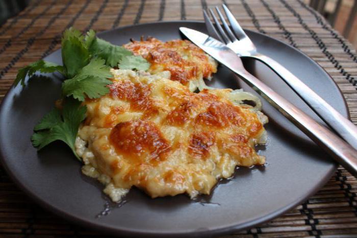 Отбивные с помидорами и сыром в духовке