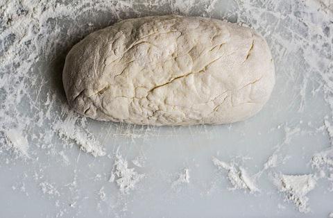 Эластичное тесто для пельменей на минералке: рецепт приготовления