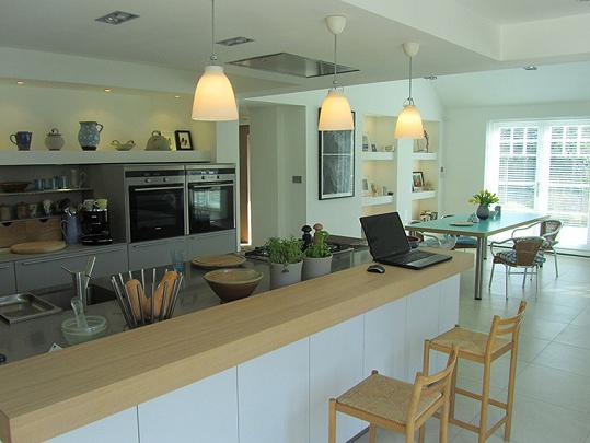 Интерьер кухни в частном доме планировка цветовые решения