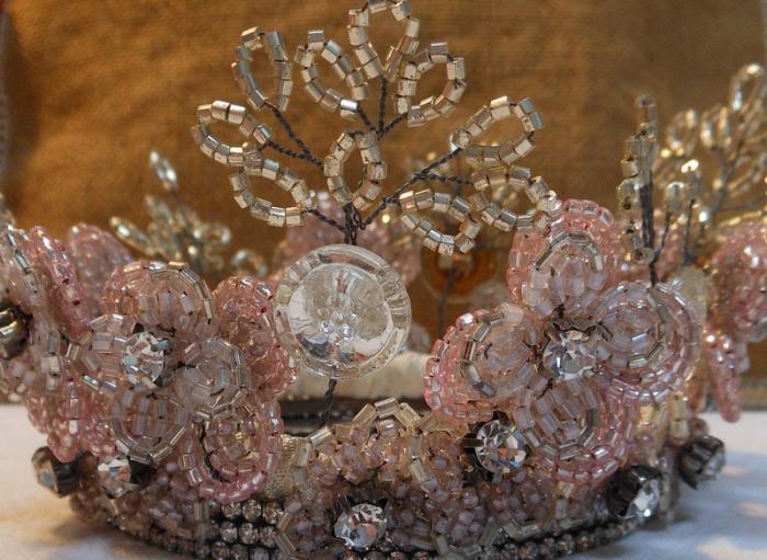 как сделать корону из бисера