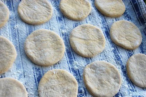 Пирожки в духовке дрожжевые с разными начинками: рецепты приготовления с фото