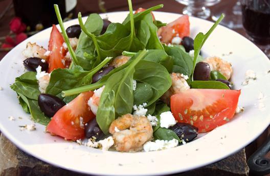 Греческий салат из креветок с пошаговым