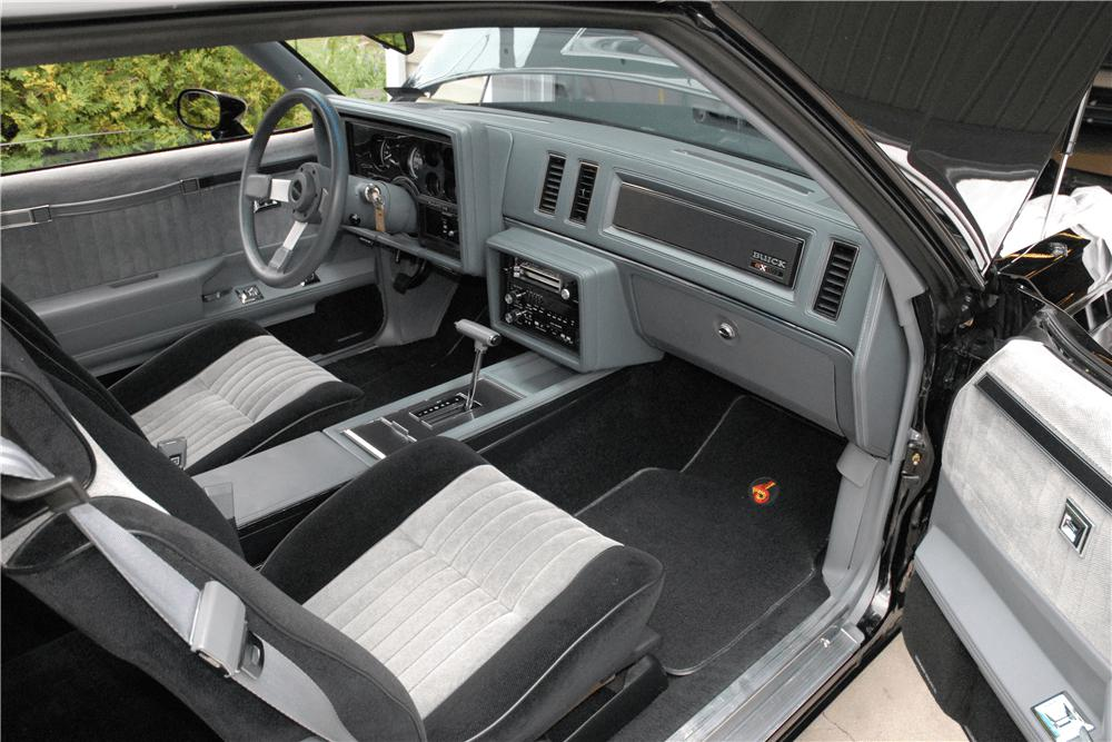 Салон Buick GNX