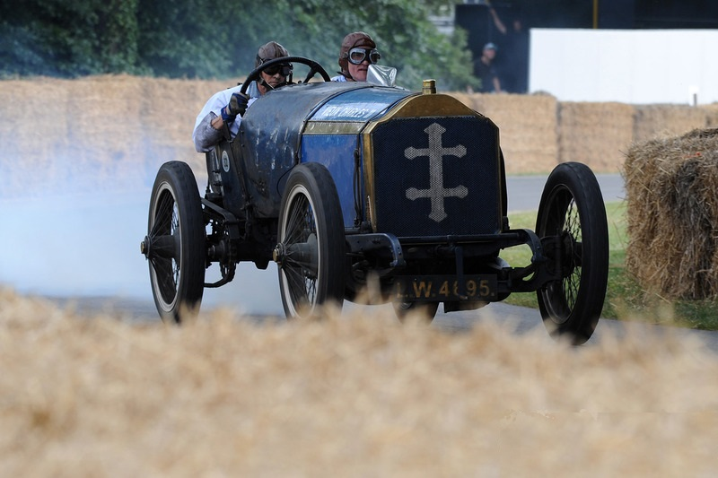 Эмблема автомобиля «Лорен Дитрих»