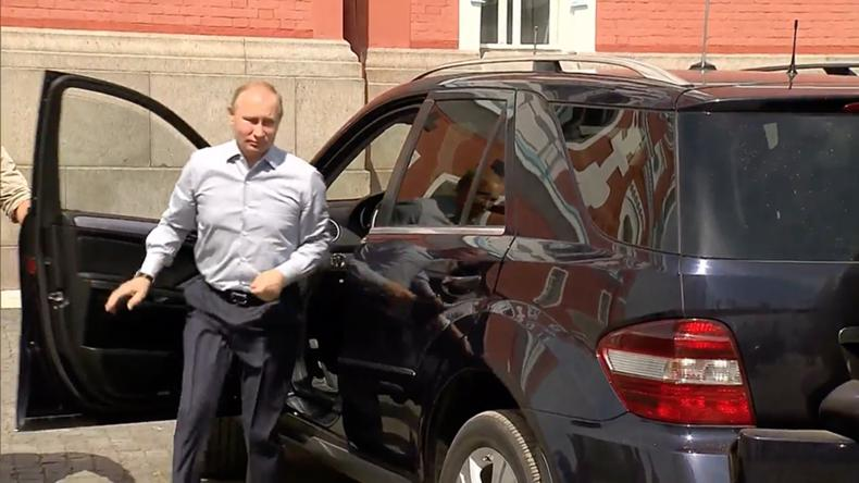 на какой машине ездит президент путин