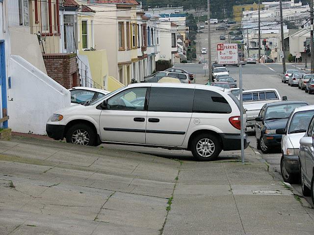 парковка на тротуаре куда жаловаться