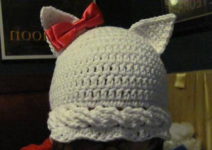 шапка крючком с кошачьими ушками
