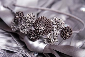 Мастер-класс: цветок из атласных лент в технике канзаши