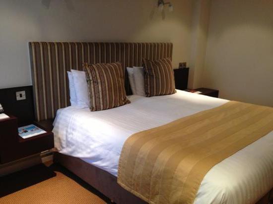 размеры двуспальной кровати евро