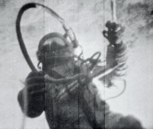 первый выход леонова в открытый космос