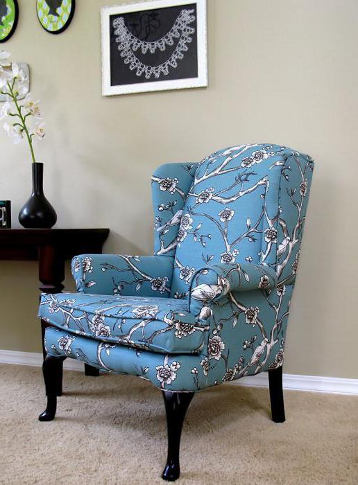 кресло с высокой спинкой и ушами