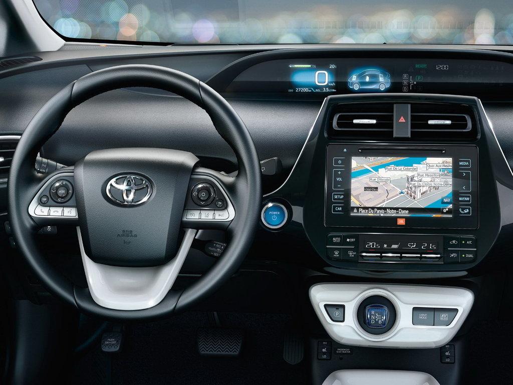 Салон Prius Toyota