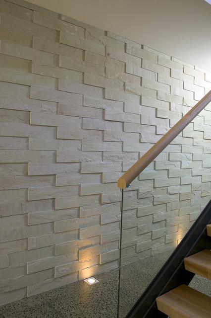 варианты отделки стен в прихожей гибким камнем