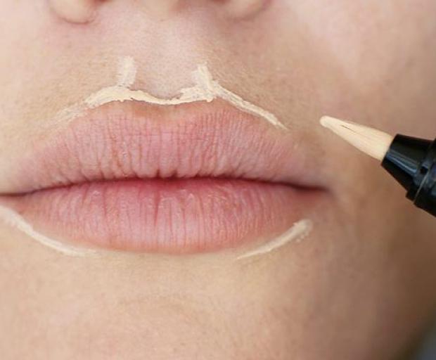 как визуально увеличить губы в домашних условиях