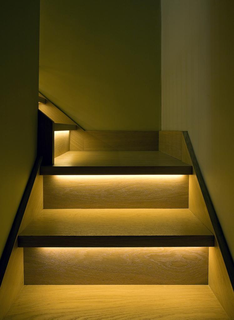 Светильники для подсветки ступеней лестницы: виды, особенности монтажа, фото