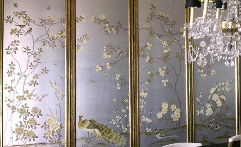 How to glue silk-screened wallpaper